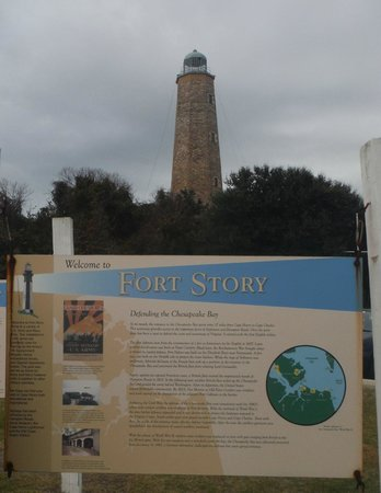 Cape Henry Lighthouse: 1 of the 6 Information boards outside the visitor centre with the old Lighthouse behind
