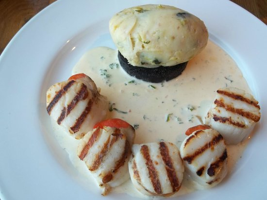 The Waterfront Fishouse Restaurant: Scrumptious Scallops