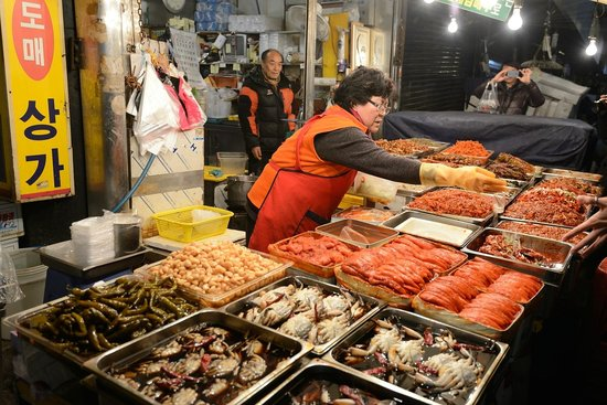 O'ngo Food Communications - Private Day Tours : Khimchi and seafood stalls in market