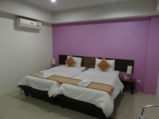 Cool Residence : Room