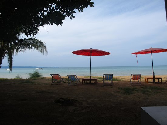 Sky Beach Resort Koh Mak: The Beach, view from restaurant