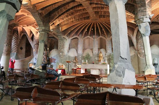 Colonia Guell  Gaudi Crypt : 内部