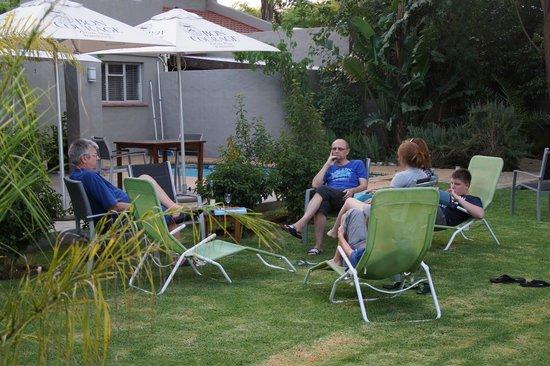 Villa Rustique Bed and Breakfast: Gemütlich im Garten