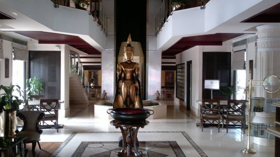 Pragati Manor: the lovely lobby