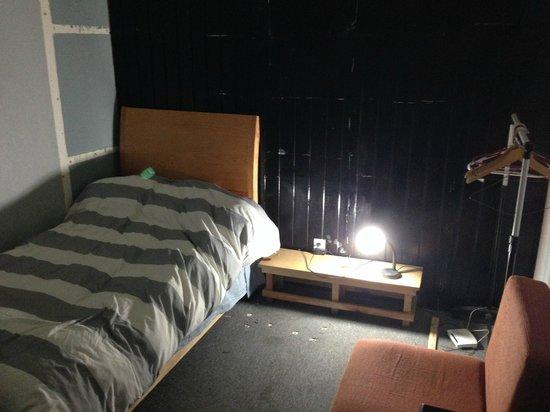 Hostel 333: Chambre sans fenêre