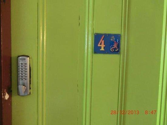 Ozi Inn Backpackers: room 4
