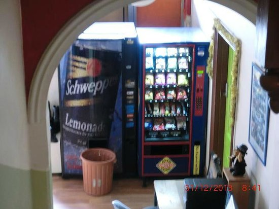 Ozi Inn Backpackers: vending machine
