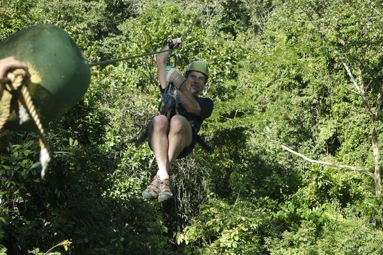 Vista Hermosa Boutique Bed & Breakfast : Zippity man flying over the jungle