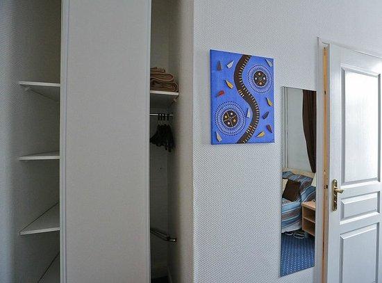 Logis Val Flores : Одноместный номер на 2 этаже основного здания // Single room on the 2st floor