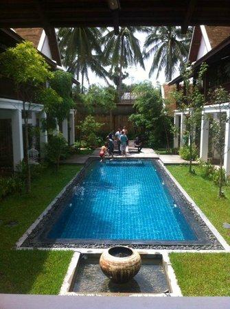Le Sen Boutique Hotel : la piscine de l'hôtel