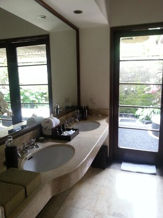Natura Resort and Spa: Twin Vanity!