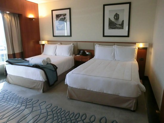 Jumeirah Emirates Towers: Deluxe Twin room : Twin bed.