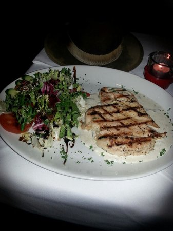 Bread Butter and Grill: Chicken with white mushroom sauce -Barracuda