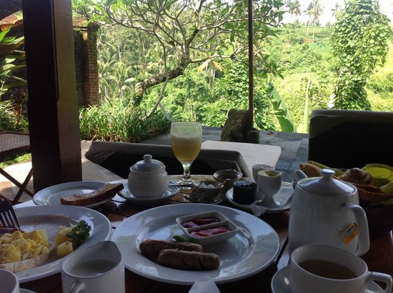 Natura Resort and Spa: Morning breakfast on the private terrace by the pool