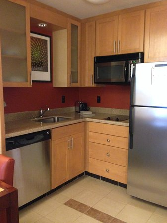 Residence Inn by Marriott Austin Downtown/Convention Center: Kitchen