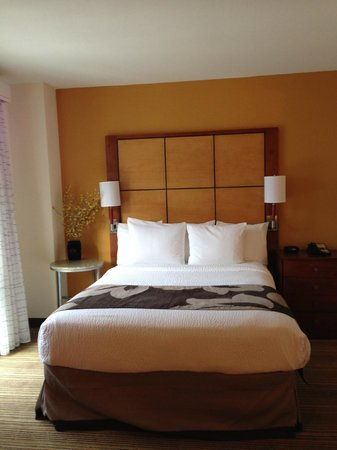 Residence Inn by Marriott Austin Downtown/Convention Center: Bed area
