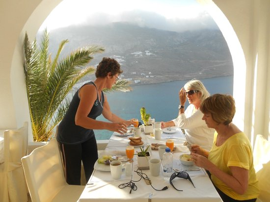 Aegialis Hotel & Spa: Breakfast overlooking the bay