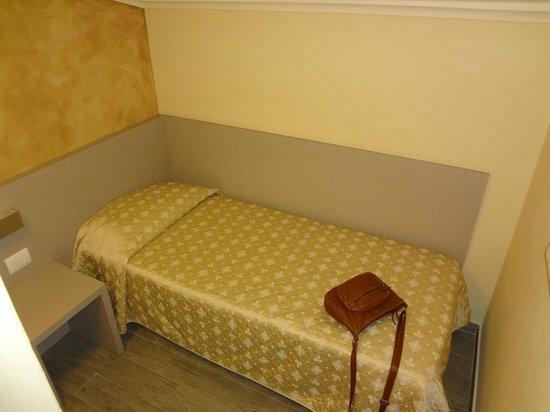 Albergo Firenze: Комната в номере