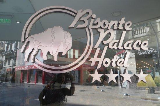 Bisonte Palace: Front door