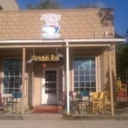 Arnolds Perk Coffee House: Store front porch....offers a great view of West Lake Okoboji and Preservation Plaza