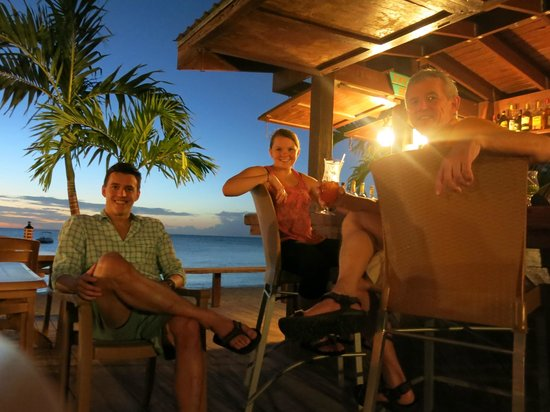 Bohio Dive Resort : Ike & Donkey Bar at Sunset