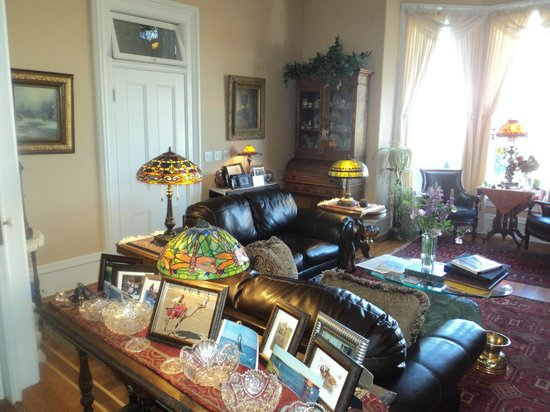 Cobb Mansion Bed and Breakfast: Atmosphere!!!