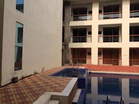 Kings Crown Resort: pool