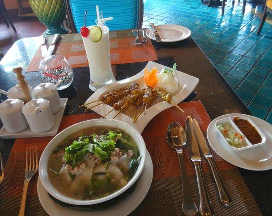 Novotel Phuket Resort: LUNCH