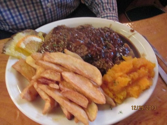 Woodstock Inn Station & Brewery: Meatloaf Dinner w/Squash & Fries