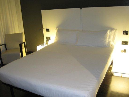 Savhotel: cama grande, las almohadas algo incómodas