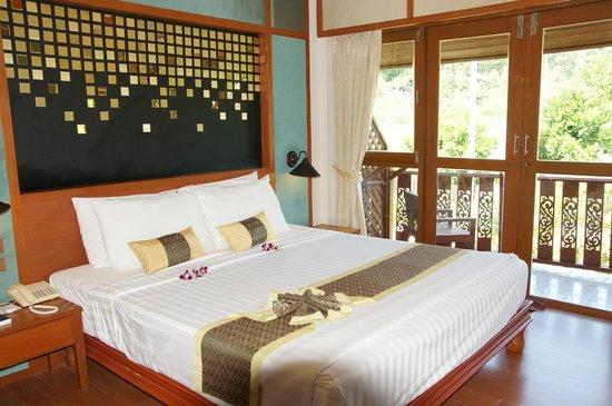 P.P. Erawan Palms Resort : Schlafzimmer