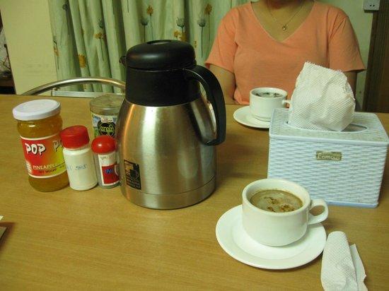 Ocean Pearl Inn : Breakfast