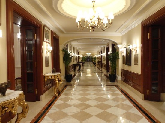 The Imperial Hotel: entrance