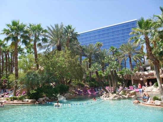 Hard Rock Hotel and Casino: Poolbereich mit HRH Tower