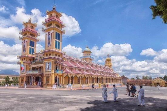 Cao Dai Temple: Cao Dai Tempel buitenkant
