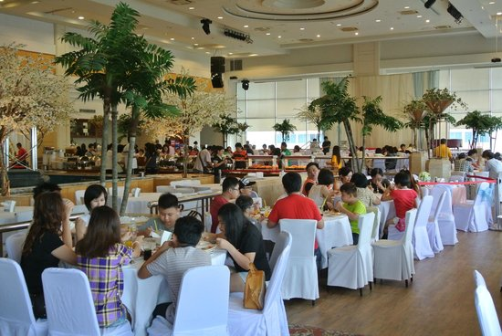 Lee Garden Plaza: Sky Buffet Dining