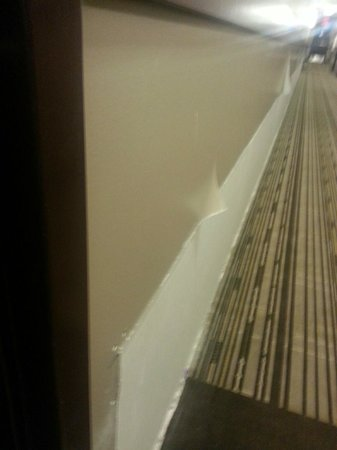 Sunset Resorts Canmore : Hallway - wall either needs repair or is in the middle of being repaired