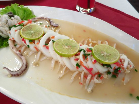 Patong Seafood : steamed squid with lime