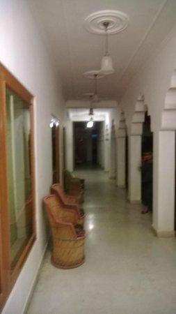 Rajasthan Palace Hotel: Corridor