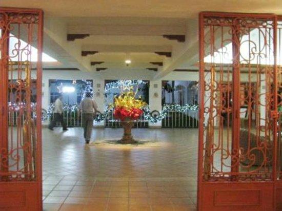 Globales Camino Real: lobby entrance