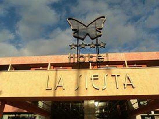 La Siesta Hotel: entrance