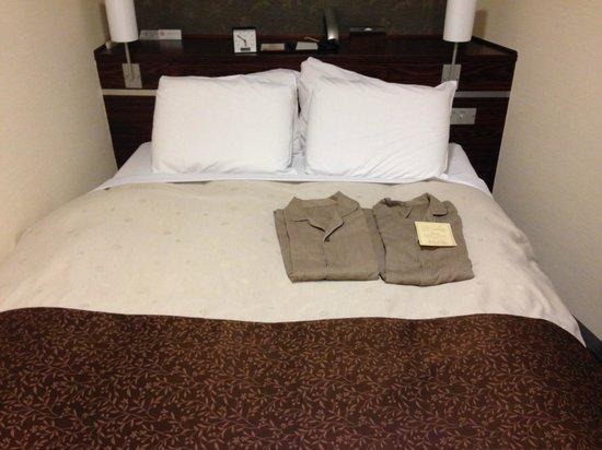 Hotel Sunroute Kyoto : ダブルベッド
