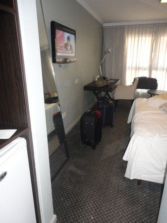 After Hotel Montevideo: Cama - quarto 206