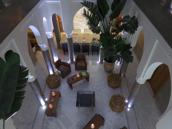 Riad Houma : Vue du salon depuis l'étage