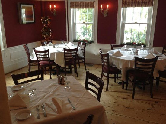 Old Yarmouth Inn: One of their dining rooms