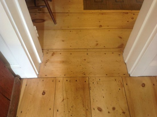 Old Yarmouth Inn: Old pine floors restored beautifully