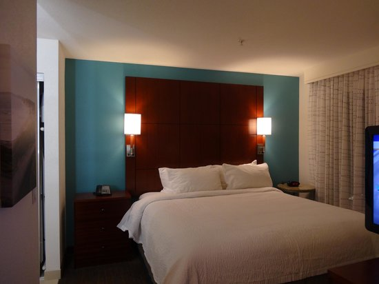 Residence Inn San Diego Del Mar: Bed