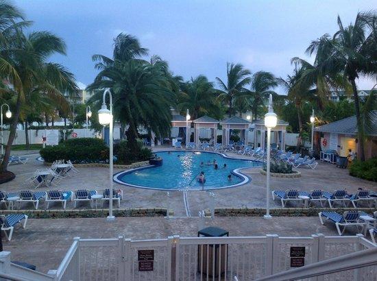 DoubleTree by Hilton Hotel Grand Key Resort - Key West: face a la terrasse la piscine