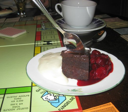 Sture: Chokladfondant med varm körsbärssås m ngn sort sprit