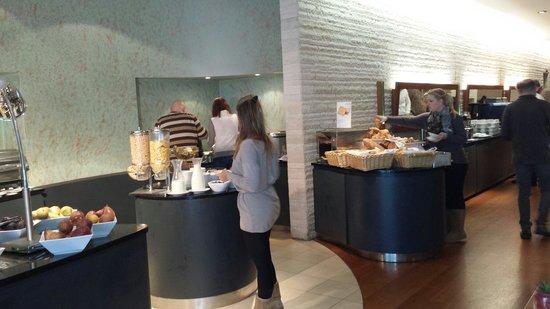 Vienna House Andel's Prague : Buffet della colazione